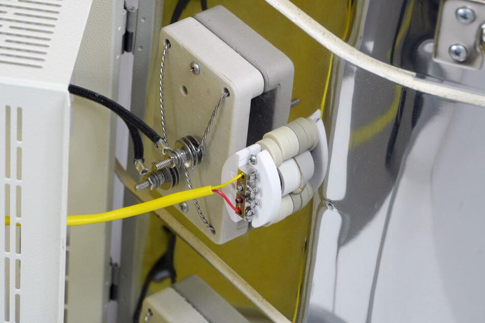 電熱線固定用のセラミック製ブロック