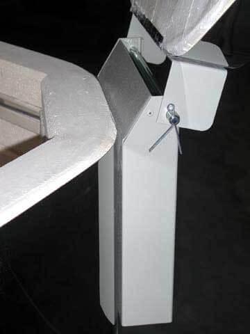 小型、中型電気窯のヒンジ(側面)