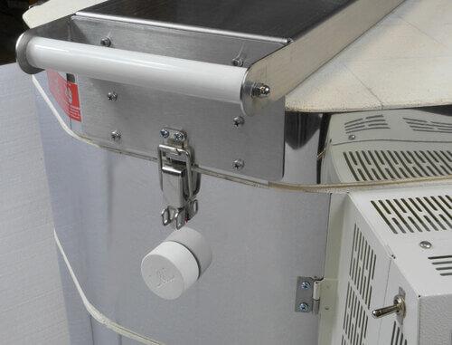 大型電気窯e23T-3-Rのセラミック製ハンドル