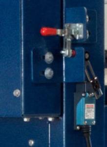 電気窯eFLのドアリミットスイッチ