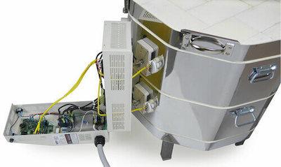 大型電気窯e28S-3-Rのコントローラーパネルを開けたところ