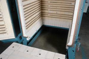 横扉式カーボトム電気炉elc3648の底部取り外し状況